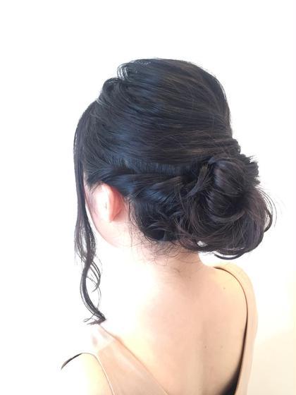 【フルアップ】 オシャレなフレンチでお昼ご飯.... サイドはねじってトップの髪をふわっとまとめただけの簡単アレンジ 楽しんできて下さい♪ Lasente  lycee所属・羽山実栗のスタイル
