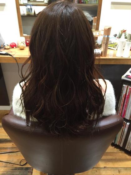 普段コテ巻きをする方は表面にレイヤーを入れてあげるだけで動きが出て素敵になります✨ カラーはイルミナカラー! 2回目です^ ^ オレンジになりやすい髪でも重ねていくとどんどん理想のアッシュに近づきます! HUG-yokohama-屏風浦店所属・柿澤真琴のスタイル