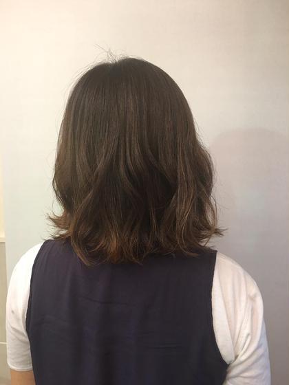 カラー ミディアム 白髪染めですが、ハイライトをたくさん入れ動きのある感じに仕上げました!