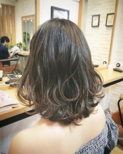 くすみミディアム+コテ巻き✂️ Sola by little高田馬場店所属・アベユウヒのスタイル