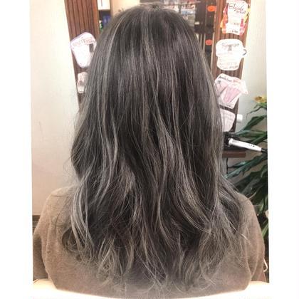 河井治恵子のセミロングのヘアスタイル