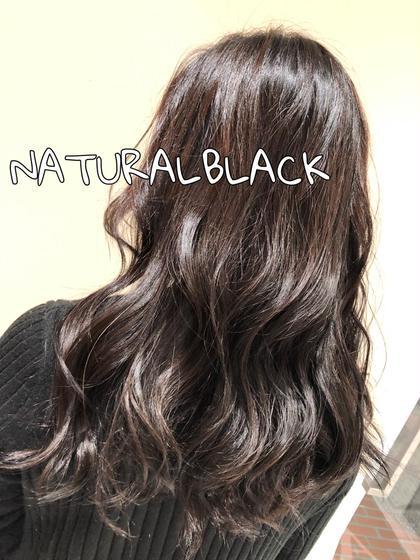 就活で髪を黒くしたいけど黒すぎるのも嫌だと言う事でナチュラルな黒にしました👽🖤 根元から毛先にかけてブリーチしていてグラデーションになっていたので色を統一させました✨💓 ash 成増所属・田中莉奈のスタイル