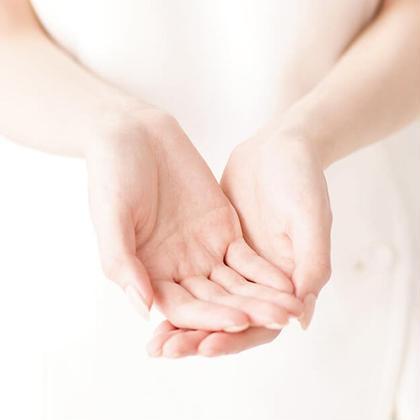 保湿と美白ができるアロマハンドトリートメント(ハンドマッサージ)&AI搭載肌診断