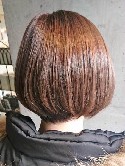 シンプルで、お手入れ簡単。☆大人カワイイ☆前下がりのショートボブです。簡単スタイリングをテーマに、大人可愛いヘアスタイルを提案します!髪のお悩みや、お家で再現する仕方など気軽にご相談ください。 Sourire Akasaka所属・半個室型美容室☆赤坂店のスタイル