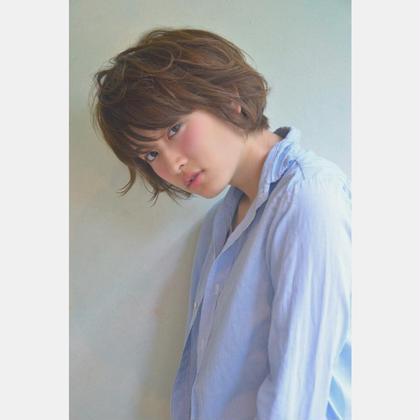 カラー ショート パーマ クセ毛風パーマスタイル。 カラーは、9トーンのアッシュグレー。
