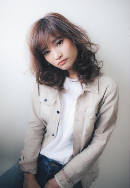 斜め前髪に斜めの巻き髪でこなれ感を演出 CRECE 川崎店所属・星野夏輝のスタイル