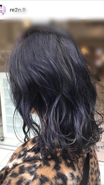 ワンブリーチにネイビーグレーをオンカラー‼️  濃い補色を入れてるので色落ちもキレイ💙💙 Su所属・ヤスハラレンのスタイル