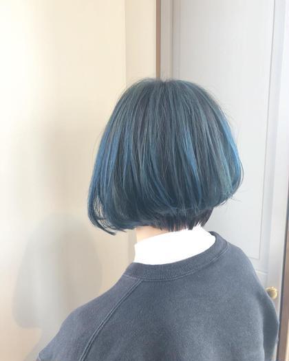 表面にハイライトをたっぷり ハイライトだけにブルーを入れ個性的な印象に✨ エターナル所属・杉山恵理のスタイル