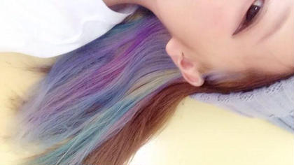 ★インナーカラー   内側の髪に色を入れてあげることで 明るい色が主張しすぎず目立たなすぎず ちらっと見える感じも可愛いし アレンジをしてあげたときにいいアクセントになっています!   #美容室#美容室横浜#横浜美容室#横浜#横浜駅#横浜駅西口#サロモ#サロンモデル#モデル#model#お客様#お客様フォト#撮影#お客様photo#neolive#neolivequattro#neoliveofficial#ツヤ髪#ストレート#透け感#インナーカラー#コテ巻き neolive aim所属・山下直人のスタイル