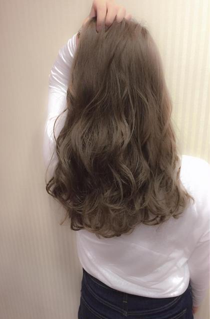 パールベージュ♡ おやまだ しおり のセミロングのヘアスタイル