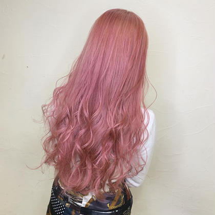 Baby pink 💗  ブリーチ : 3回〜 +カラーバター ¥2000