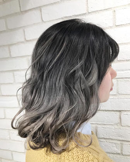 カラー ロング 僕のお得意のホワイティグラデーション‼️  僕のカラーは他の美容師さんがやるカラーリングとは違い、色を強調させるのではなく、髪の毛の赤味・黄色味・ブラウン味など、全ての色を抑えることによって究極の透明感を出すカラーです♫  #ヘアスタイル#ヘアセット #外国人風#ヘアアレンジ #ヘアカラー #サロンモデル#グレージュ#イルミナカラー#ブリーチ#作品撮り#hairstyle#美容室#balayage #ブルージュ#バレイヤージュ#hair#髪型#フォロー#ハイトーン#グラデーション#ハイライト#highlights#メッシュ#サーフィン#撮影#ファッション#haircolor #外国人風カラー#hayaフィールグラデーション #hayaフィーユハイライト