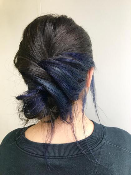 インナーカラーに、ブルーを♡  仕上げのアレンジもお任せを☺︎♡ 杉本佳奈のヘアカラーカタログ