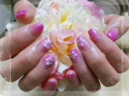 ピンクパープルのグラデーションに3Dのお花をのせました♪