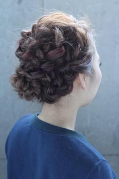 カラーでハイライト、ローライト、ピンクを入れているので、カラーを活かした編み込みのアレンジ* hair  salon himawari所属・松岡麻衣のスタイル