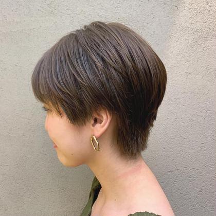 ミディアムからショートに。 今流行りのハンサムショート×透け感のあるカラー でおしゃれヘアに♪ Hbypieceofcake所属・今村彩乃のスタイル
