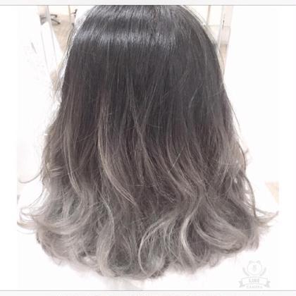 カラー ✨ワンブリーチからのアッシュグレーのグラデーションカラー‼️✨  ブリーチなしでのカラーが得意な分 ブリーチ後のカラーはとてつもなく得意です!!!  髪に優しいブリーチを使っているので ダメージを抑えたグラデーションカラーが出来ます⭐︎   カラーは表参道原宿で1番グラデーションカラー が人気なサロンで勉強した知識と豊富な 経験からとても得意です(^_^)