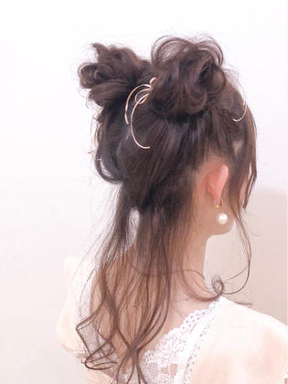 ラルムみたいな夢かわいい💕 ツインお団子🎀リボン🎀アレンジ🎀 ミニモで予約してくれたお客様です❤︎ Hey!Say!JUMPのコンサートに行くために 来てくれました❣️ 良席だったかなぁぁ???  ヲタク美容師 Instagram @otaku_hairdresser ❤︎ヲタク美容師❤︎のヘアアレンジ