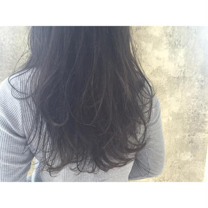 カラー セミロング ミディアム ロング Real salon work✂︎ [ダークアッシュを積み重ねた透明感]  赤みの強い髪質にマットアッシュを毎回繰り返す事で、引き出す透明感とアッシュ感✔️   #NAKAIstyle #ダークアッシュ#マットアッシュ#黒髪でない暗髪#赤み消し#ブリーチなし#外国人風カラー#大人の外国人風#お客様カラー