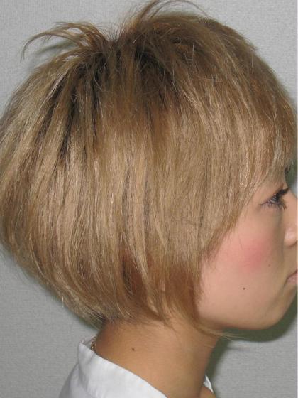 ブリーチをしてからベージュをかぶせました! Tomo'HairDesign所属・市村智のスタイル