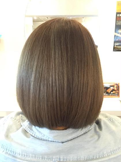 外国人風プラチナグレージュ/ボブ . ダブルカラーでより透明感を⚜ . ブリーチを使用しないと出せない色味もありますのでお気軽にご相談ください . 一人一人の髪質やご要望に合わせてベストな薬剤を調合しパーソナルなヘアカラーを提案致します✨ . Cut/¥5000 Cut&Straight/¥12000〜 Cut&Color/¥11880〜 Wcolor/¥12000 . 御連絡はDM.LINEよりお待ちしております . LINEID➡️09093088196 . ☎️0368090388 . . 毎週火曜日も営業しております  Heartim代官山/恵比寿 . トップスタイリスト 佐藤章太  #heartim#ハーティム#代官山#恵比寿#佐藤章太#カット#外国人風#イルミナカラー#hair#ハイライト#ローライト#ブリーチ#ヘアスタイル#mery#ブルージュ#グレージュ#model#ストレートパーマ#美容#美容師#ヘアスタイル#ボブ#ロブ#ボブ#スタイリング#代官山美容院#恵比寿美容院 代官山、恵比寿所属・shotasatoのスタイル
