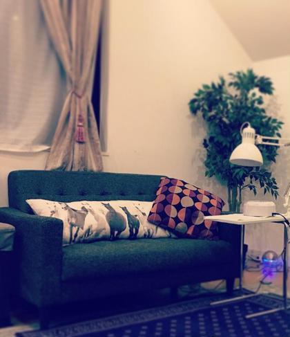 ネイル ソファー席でテレビを観ながらリラックス♡