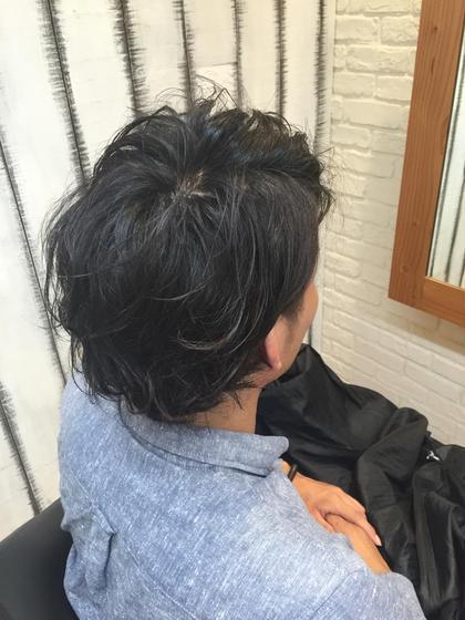 軟毛でストレートな髪質のお客様。全体に緩くパーマを当て動きのあるニュアンスカールに仕上げました。スタイリングはソフトワックスを揉み込むだけの楽チンスタイルです。 REX  LORE所属・ワタナベユウトのスタイル
