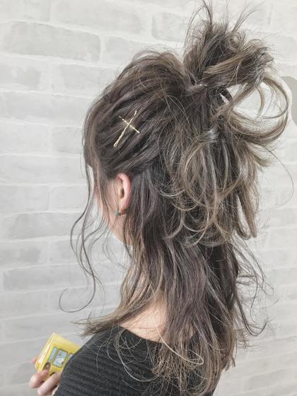 全体的にハイライトを入れて立体感と動きを最大限に出しました😋 色味のコントラストが抜群に可愛いですよ😍 gif.hair所属・西村隼人のスタイル