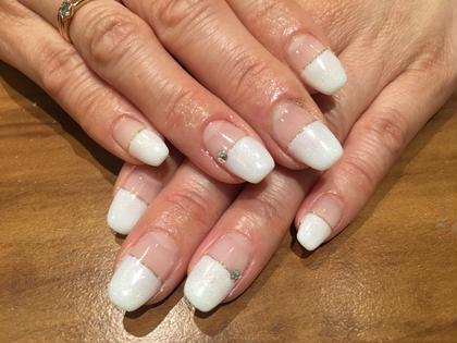 まっすぐ白フレンチ✨ シンプルだけど華やかで上品なデザインです( ^ω^ ) 【nail salon W】by CaraCore所属・松崎紗也のフォト