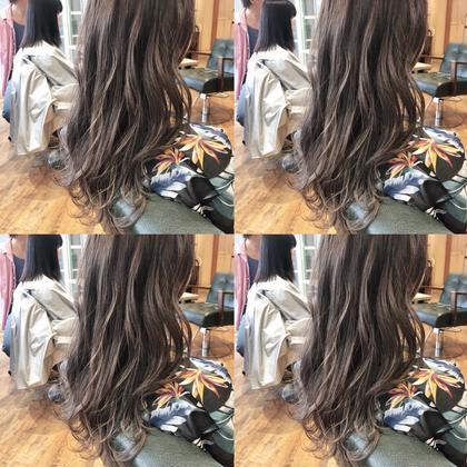 グレージュ専攻美容師naoのロングのヘアスタイル