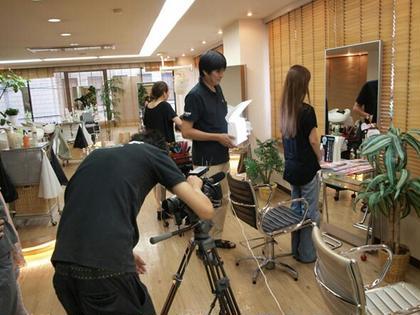 プロカメラマンの撮影風景 ミラーゾーン美容室所属・ミラーゾーン美容室のスタイル