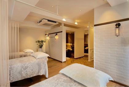 マツエク・マツパ 施術ルームはベット4台半個室のリクライニングソファが3台♪  ゆっくりとお過ごしください^^
