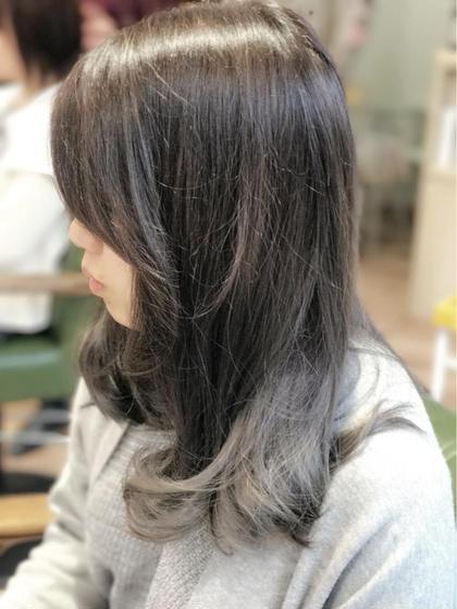 毛先をブリーチでグラデーションカラー 全体にグレージュをのせて、透明感を出しました。