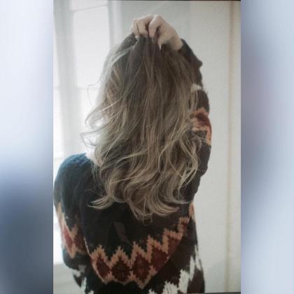ミディアム ダークグレージュにハイライトとグラデーションをミックス!巻髪が最高に可愛い☆