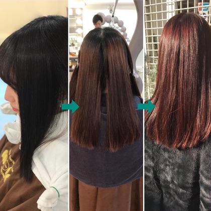 その他 カラー ミディアム セルフカラーで黒染めした髪を、脱染し今年流行のピンク〜赤系に色味チェンジ。  ❶黒染めで黒光りしている状態 ❷黒染め落とし専用の薬剤で、脱染後の状態(セルフカラー後なので、多少のムラが出ている) *ダメージを最小限に抑えるには、ブリーチではなく、専用の脱染剤が必要 ❸特殊な配合でムラを無くしながらツヤツヤピンク系にカラーにチェンジ。色落ちもキレイです!!