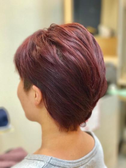 夏休み限定カラー 普段は暗くしてないといけない… ダメージが気になる… いつもと違うカラーをしたい!…  今回は【マニキュア】を使用!! 発色最高の赤髪に✨ entrir調布南口店所属・佐々木絵里のスタイル