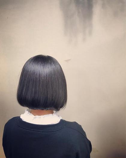 カラー ショート 前下がりの丸いシルエットのボブ 可愛さ×クール 2WAYで楽しめます! 前髪もあるかないかでだいぶ印象が変わります。 今流行りのボブなので髪型に迷っている方は是非☆彡.。