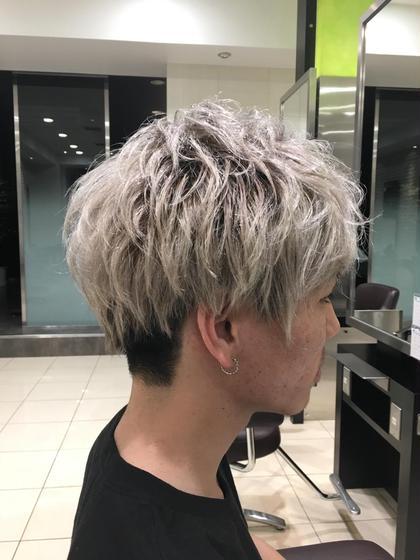 ショートレイヤー、メンズ、金髪、束感、エアリー、ツーブロック、東京風、白髪、 オーストヘア レイズ所属・長谷川勇人のスタイル