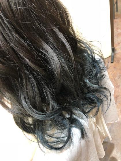 毛先をブリーチでしっかり抜いて、ビビッドなブルーをイン!  NAKAOCOIFFURE平針所属・中島康彰のスタイル