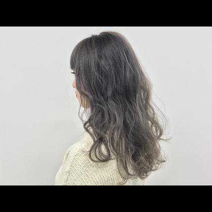 外国人風の代表でもある【 silver color】ブリーチで明るくできるところまで! silver colorのオーダーをしても、なんかイメージと違う!?ってことないですか?そんな方こそ感動していただけます。もちろん髪質によっては難しい場合もありますが、 colorの応用の引き出しが多いと解決できることもたくさんあるんです★特に silver colorはなおさら! CHIC横浜所属・田中俊多のスタイル