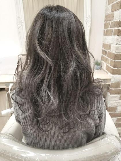 #ホワイトハイライト#グレージュ 四家井幹也のセミロングのヘアスタイル