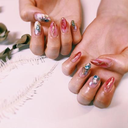 赤とシルバーでお任せ。 派手にして🆗との事だったので思い切りよく!  長さだしはしてません 自爪でこの長さです。 自意識とケアの賜物です。  ロングは長さだしより自爪の方がその方の指の形に沿うので自然に綺麗になります。 matuikemegの