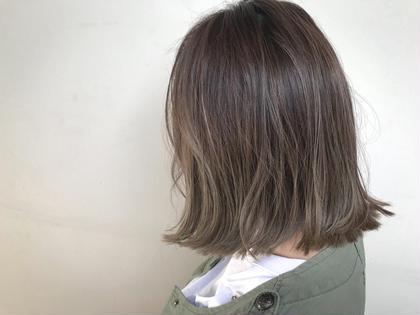ミディアム ✔️ナチュラルバレイヤージュ  やり過ぎないグラーデーションカラーになります!   ✅バレイヤージュとは、ほうきで掃くとういう意味のフランス語です。 髪の表面に、掃き後をつけるような、ナチュラルなハイライトをハケで入れていく手法です。 伸びかけの生え際の色も、グラデーション効果で目立たちにくく、ハイライトが髪全体に部分的に入ることによって、顔色を良く見せる効果もあります。