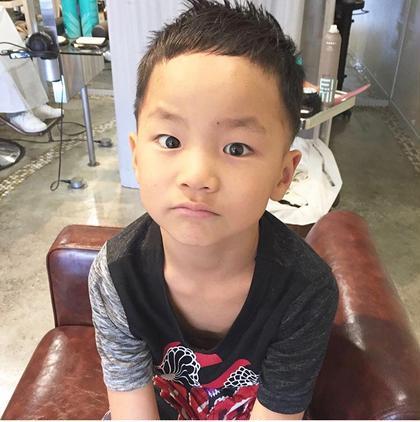 キッズカットもバリバリしております✨✨ どんなお子さんでもかわいくかっこよく仕上げます☺️ 親子ずれのお客様も多いですよ hair stars所属・小泉光司のスタイル
