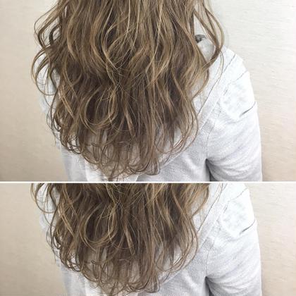 ハイトーン×カーキベージュ 石川慧南のロングのヘアスタイル