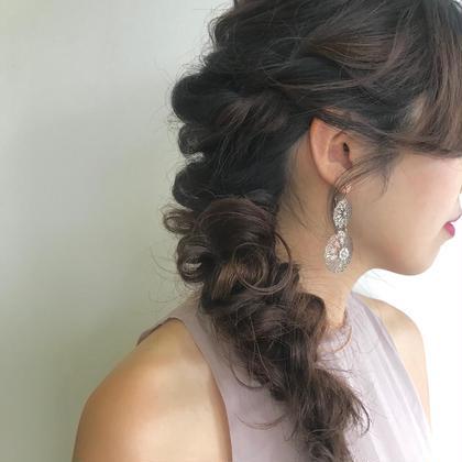 ヘアアレンジ ロングのヘアアレンジは 毛先を活かしてダウンにしたり、 ハーフアップにしたり、、  ㅤㅤㅤㅤㅤㅤㅤㅤㅤㅤㅤㅤㅤ 長さによってバリエーション様々です!🍒