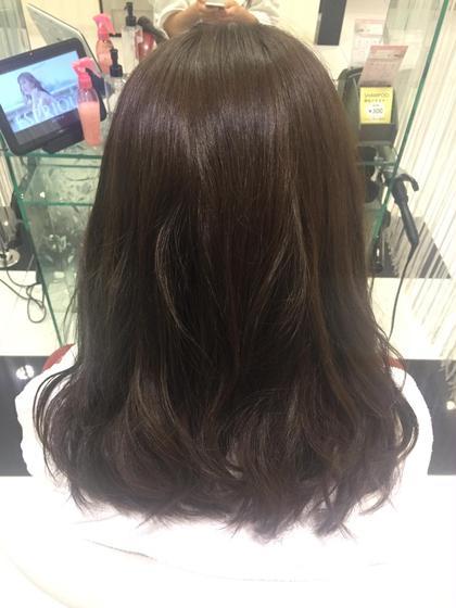 暗めのアッシュカラー 透け感 EARTH 赤羽店所属・坂上舞のスタイル