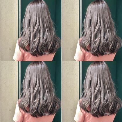 グレージュ専攻美容師naoのミディアムのヘアスタイル