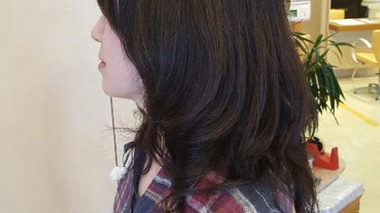 硬い髪質の方をパーマでゆるい動きをつけて柔らかい印象にしました。自然なボリューム感と動きつけました。 hair le chene1/2所属・喜多一彰のスタイル