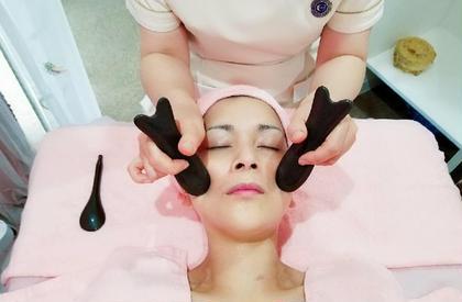 中国古法美容専門店KOUHUA所属の王扣华